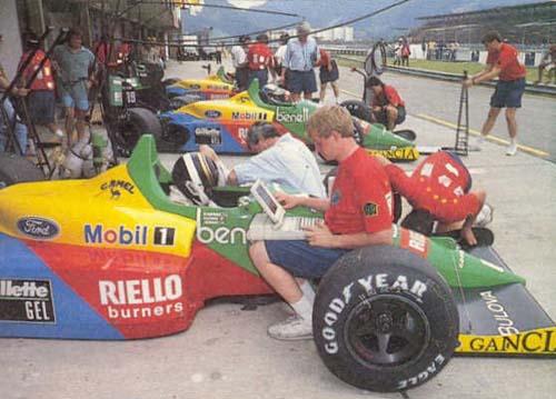 Dumfries ao lado de Alessandro Nannini iniciando testes com a Benetton em Jacarepaguá